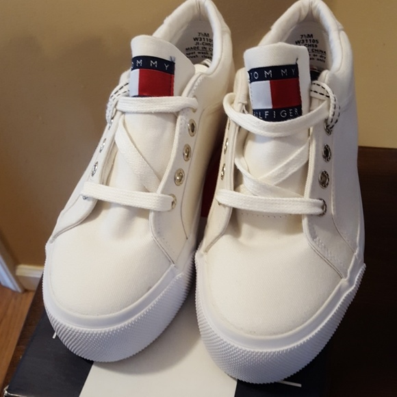d67218588f828a Tommy Hilfiger Women s Amanda Sneakers